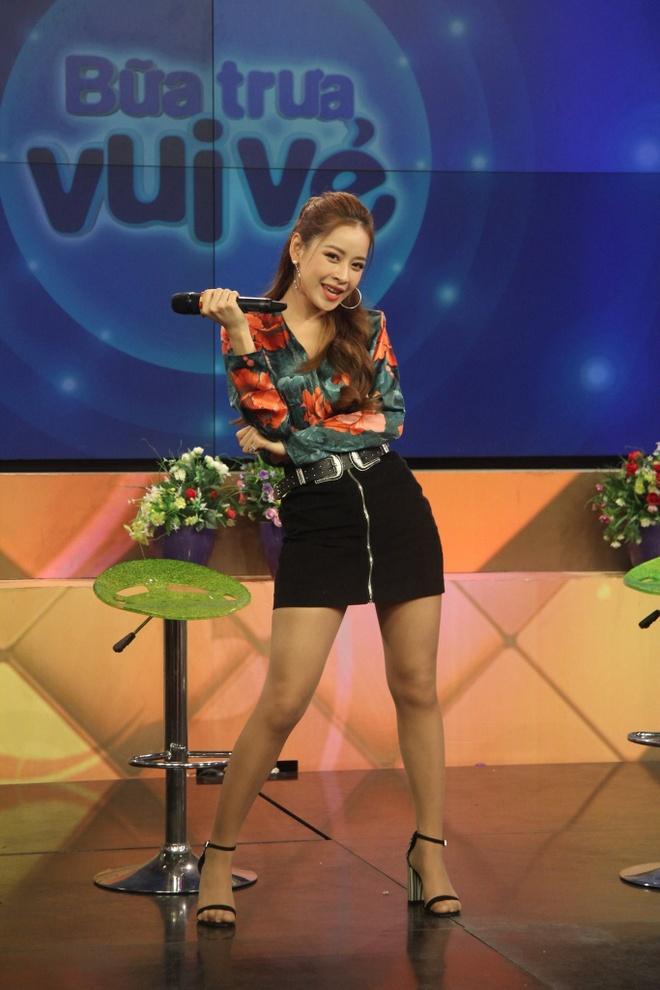 Chi Pu hat live tham hoa: Van Mai Huong, Quoc Thien buc xuc hinh anh 1