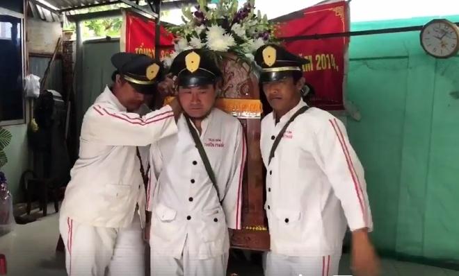 Phut cuoi tien biet dien vien Nguyen Hoang trong ngay mua bao hinh anh 1