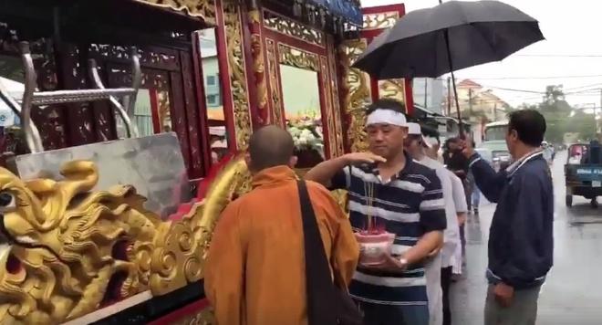 Phut cuoi tien biet dien vien Nguyen Hoang trong ngay mua bao hinh anh 2