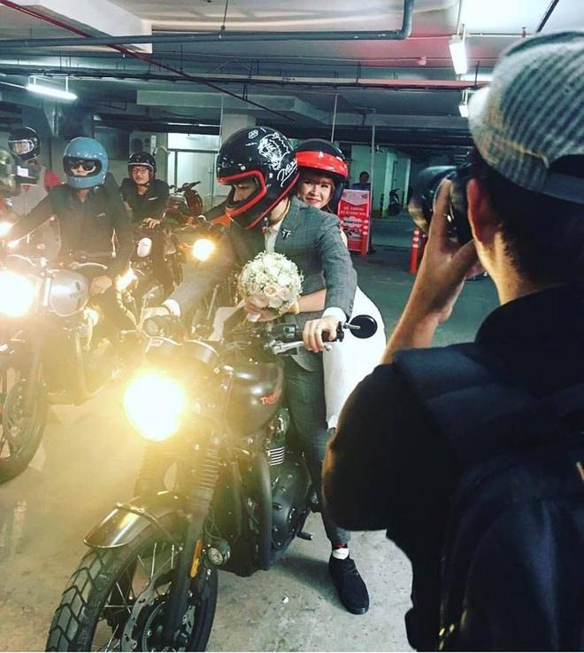 Le ruoc dau bang dan xe moto cua Khoi My va Kelvin Khanh hinh anh 1