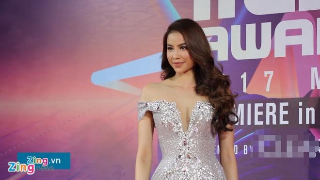 Thuc hu chuyen Pham Huong di tre 30 phut, khong kip di tham do MAMA hinh anh