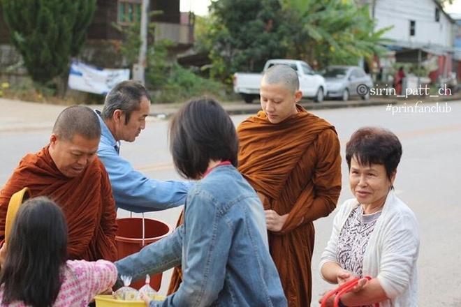 Ban gai va hang nghin nguoi du le tu hanh cua tai tu Thai Lan hinh anh 9