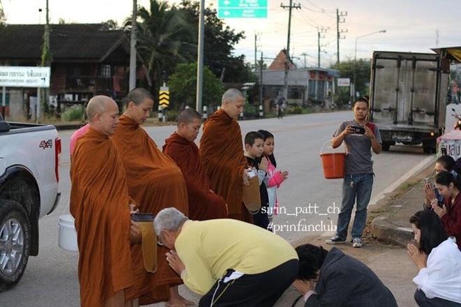 Ban gai va hang nghin nguoi du le tu hanh cua tai tu Thai Lan hinh anh 10