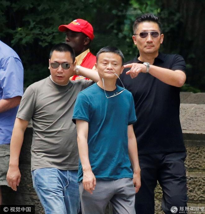 Chong Trieu Vy phu nhan la lai xe anh 2