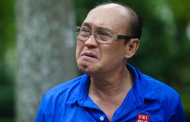 Nghe si Duy Phuong xem xet viec khoi kien 'Sau anh hao quang' hinh anh