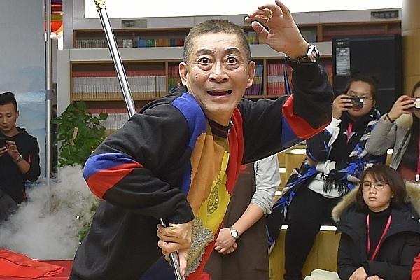 Dan mang chan ngan khi Luc Tieu Linh Dong lai mua gay Nhu Y kiem tien hinh anh