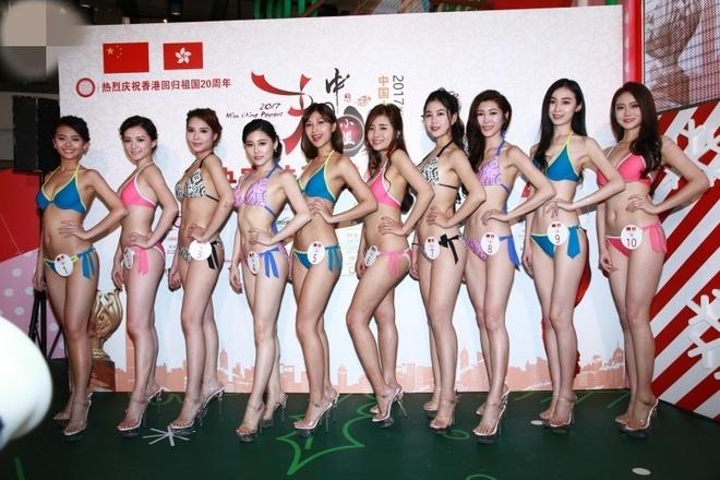 Thi sinh Hoa hau Trung Quoc phai mac bikini dien o trung tam mua sam hinh anh 3
