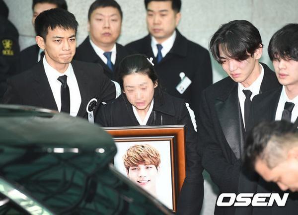 Fan xon xao tin Jong Hyun (SHINee) hien tang sau khi qua doi hinh anh