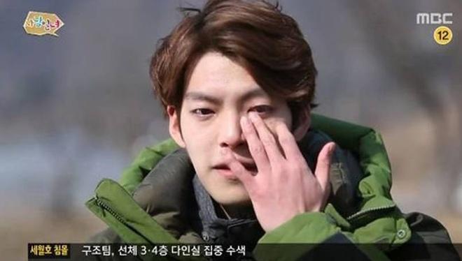 Kim Woo Bin da trai qua ba lan hoa tri, 35 lan xa tri sau 7 thang hinh anh