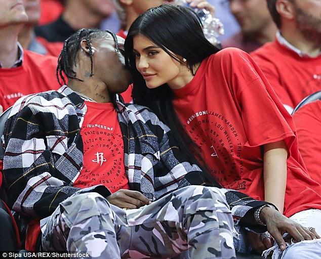 Ban be phu nhan tin Kylie Jenner da bi mat sinh con hinh anh 3