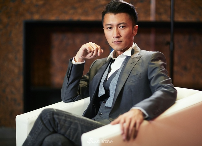 Ta Dinh Phong quay lai ca hat, dan mang: 'Anh ta la ca si sao?' hinh anh 3