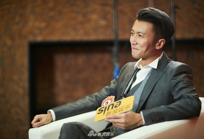Ta Dinh Phong quay lai ca hat, dan mang: 'Anh ta la ca si sao?' hinh anh 1