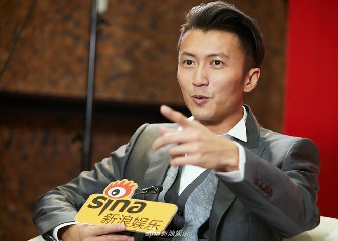 Ta Dinh Phong quay lai ca hat, dan mang: 'Anh ta la ca si sao?' hinh anh