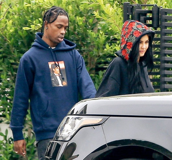 Ban be phu nhan tin Kylie Jenner da bi mat sinh con hinh anh 2