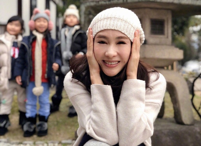 My nhan TVB Le Tu mat sung va cung do, bi nghi tham my hinh anh