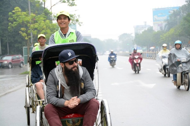 Dao dien 'Kong' hanh phuc khi tro lai Viet Nam cung gia dinh hinh anh 3