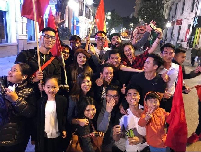 Dao dien 'Kong' hanh phuc khi tro lai Viet Nam cung gia dinh hinh anh 2