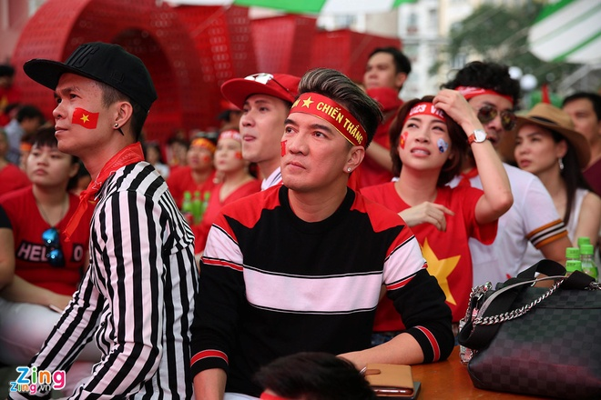 Nghe si Viet: 'U23 Viet Nam, hay ngang dau that cao' hinh anh 1