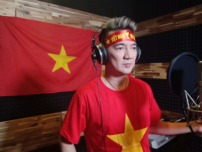 Dan sao Viet quay MV 'Duong den ngay vinh quang' co vu tuyen U23 VN hinh anh 1