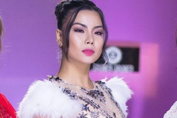 Vietjet xin loi Lai Thanh Huong sau vu mac bikini don U23 Viet Nam hinh anh