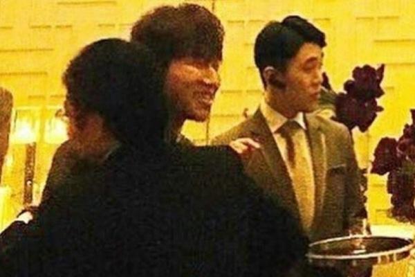 Le cuoi Taeyang: Buc anh hiem hoi cua co dau va chu re hinh anh 4