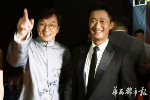 Thanh Long va Ngo Kinh hat chung anh 1