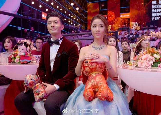 Lam Tam Nhu bi la o khi hat cung Huynh Hieu Minh chao xuan Mau Tuat hinh anh 2