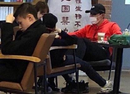 Canh Diem,  Zhang Jike che mat kin mit khi hen ho anh 1