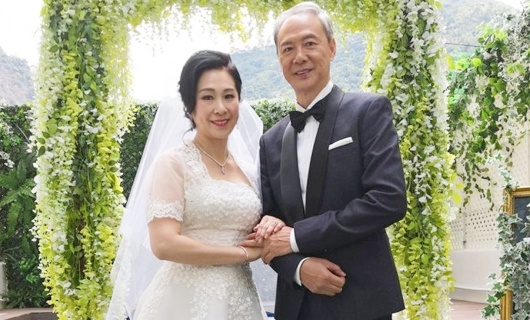 Nam dien vien 'Loc dinh ky' ruc rich cuoi vo o tuoi 63 hinh anh