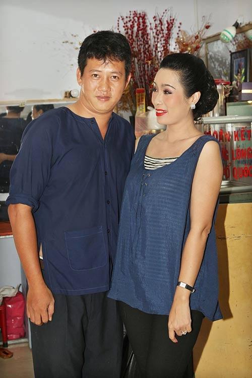 Vo Le Nam buon khi khong the vao vien cham chong bi tai bien hinh anh 2