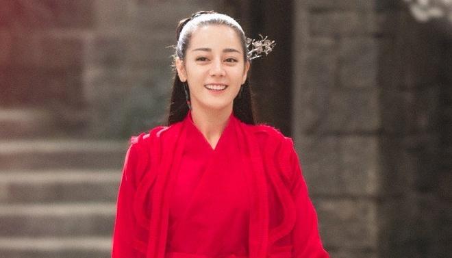 Dich Le Nhiet Ba bi che bai trong phim dong cung Chau Du Dan hinh anh