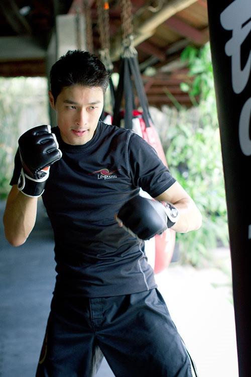 Johnny Tri Nguyen: Ve lang tu mot thoi xuong doc o tuoi 44 hinh anh 8