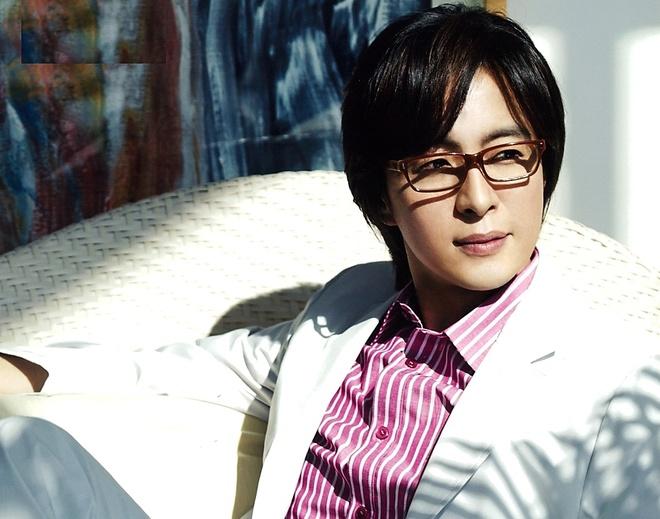 Bae Yong Joon phai ban cong ty sau nhieu rac roi hinh anh