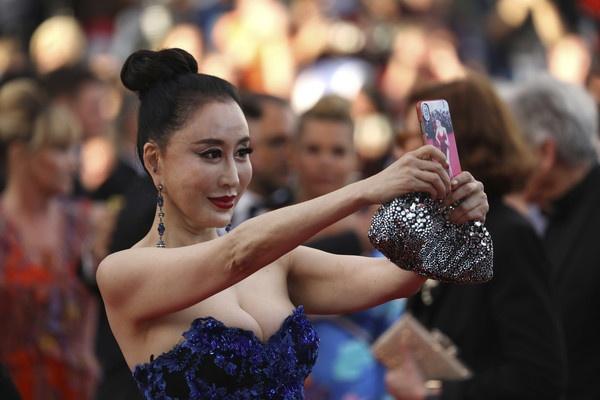 Sao Hoa ngu bi tay chay vi co vap nga va selfie anh 3