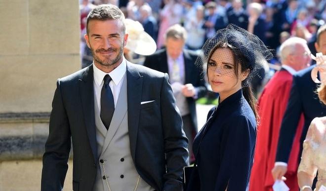 Le cuoi Hoang tu Harry: Vo chong Beckham va dan sao den chuc mung hinh anh