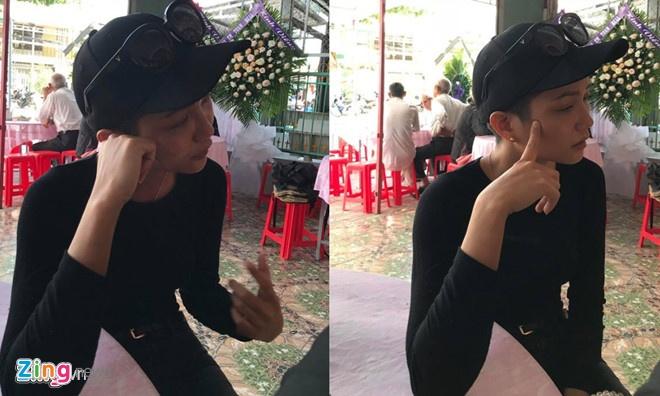 Hoa hau H'Hen Nie ngoi xe tang dua tien stylist Mi Goi ve noi an nghi hinh anh 3