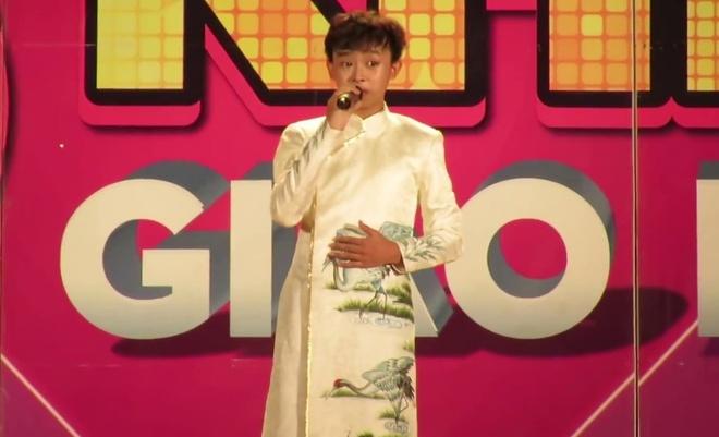Clip Ho Van Cuong hat 'Phai long con gai Ben Tre' hinh anh