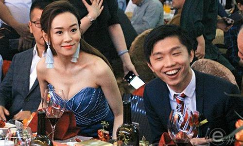 Hoa hau Hong Kong lam quan bar, du tiec thac loan: Vi dau nen noi? hinh anh