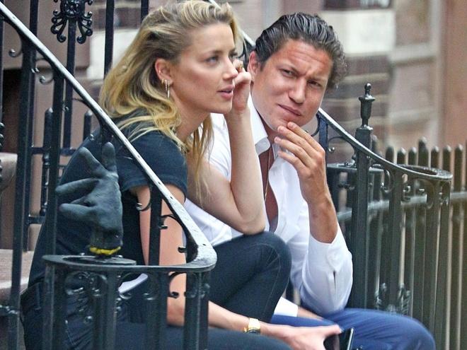 Johnny Depp tieu tuy sa sut, vo cu vui ve ben tinh moi hinh anh
