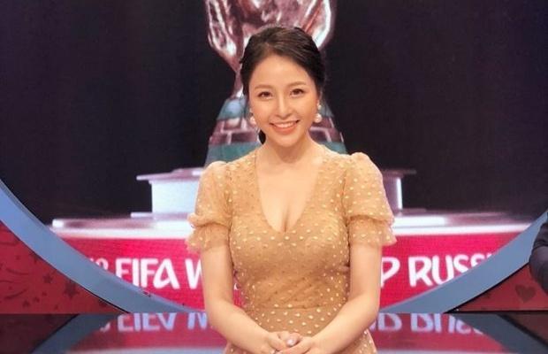 VTV tam ngung de hot girl binh luan World Cup 2018 sau nhung chi trich hinh anh