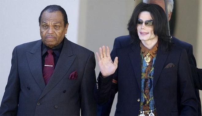 Cha Michael Jackson qua doi ngay sau ngay gio thu 9 cua con trai hinh anh