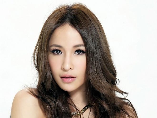 My nhan Dai Loan gay soc vi guong mat bien dang hinh anh 3