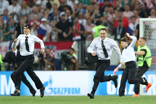 Nhom nhac Nga xong vao san, gian doan chung ket World Cup hinh anh 1
