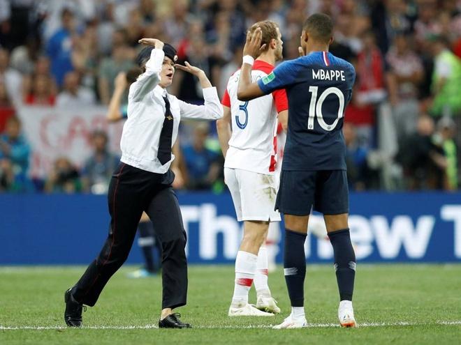 Nhom nhac Nga xong vao san, gian doan chung ket World Cup hinh anh 3