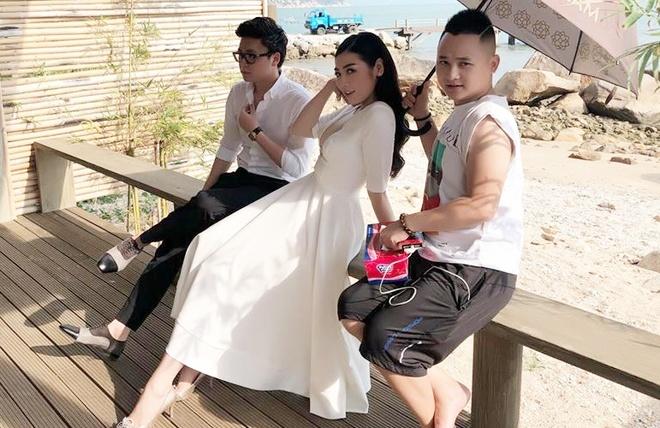 Hon phu A hau Tu Anh khoa trang ca nhan sau vu chi trich Van Mai Huong hinh anh 1