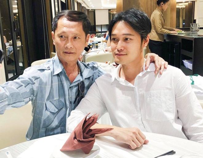 Quang Vinh lan dau dang anh ben cha, phu nhan la thieu gia Nguyen Kim hinh anh