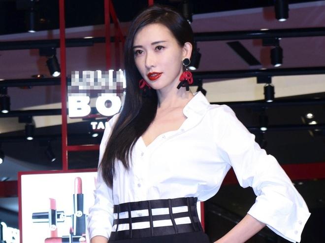 Lam Chi Linh tre trung nhu thieu nu doi muoi o tuoi 44 hinh anh 1