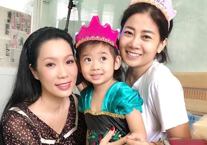 Mai Phuong au yem, mung sinh nhat con gai 5 tuoi o benh vien hinh anh