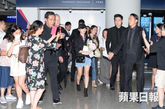 Song Hye Kyo toi Hong Kong: 5 ve si va 10 khan gia o san bay hinh anh 1