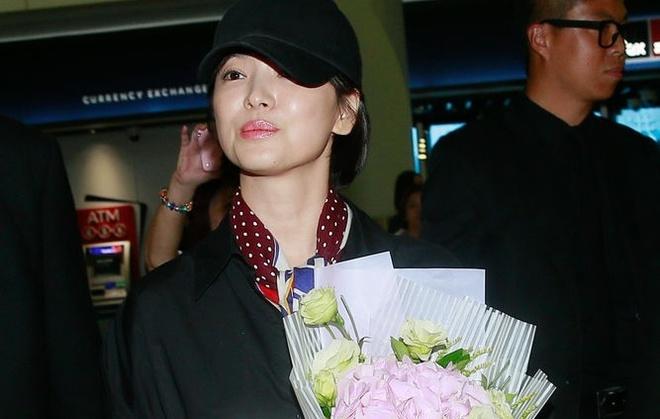 Song Hye Kyo toi Hong Kong: 5 ve si va 10 khan gia o san bay hinh anh